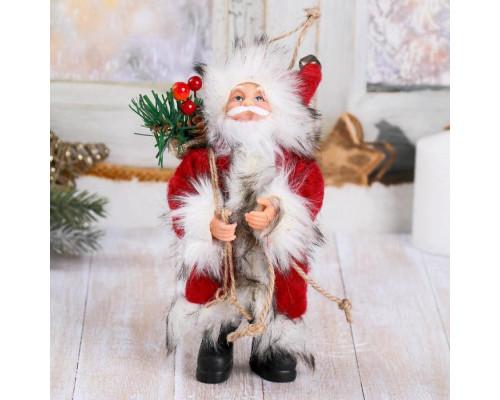 4316754 Дед Мороз в красной шубке с лесными гостинцами 16 см